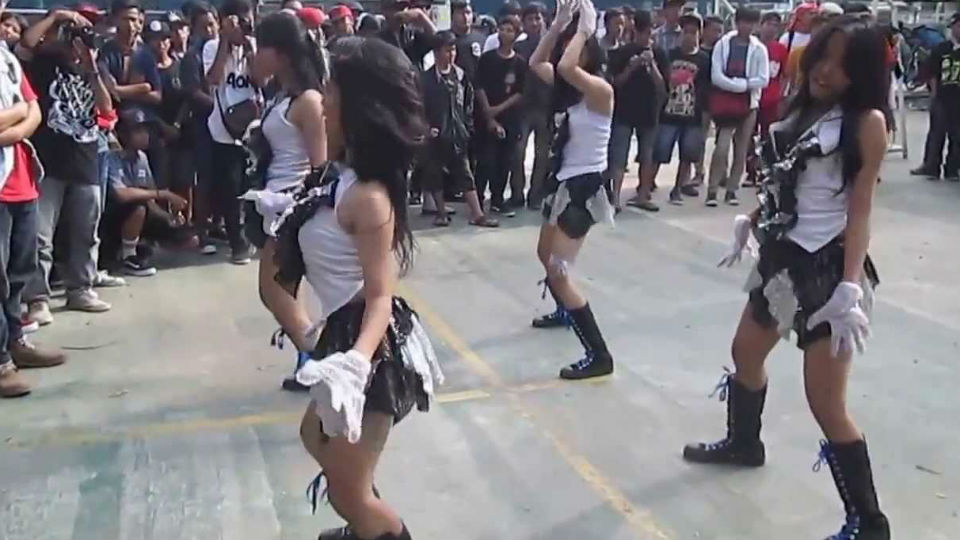 Aksi G-Box Dancer, dance crew asal Lampung